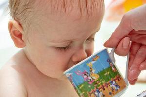 Как напоить ребенка?