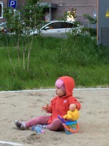 Детская песочница. Правила поведения родителей на детской площадке.