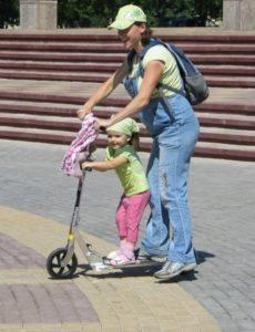 Как выбрать самокат для малыша