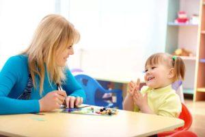 Как развивать речь ребёнка и когда стоит обращаться к логопеду?